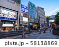 《東京都》新宿東口駅前・都市風景 58138869
