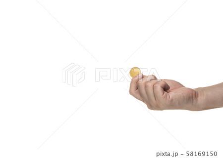 コインを持つ手 58169150