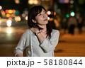 肩こりのビジネスウーマン 丸の内 東京 都会 日本人女性 58180844
