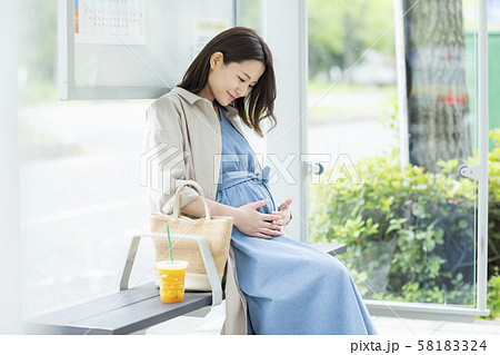 若い女性 妊婦 58183324