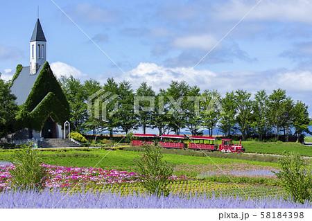 牧歌の里の教会と電車 58184398