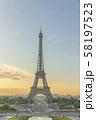 朝のエッフェル塔 58197523