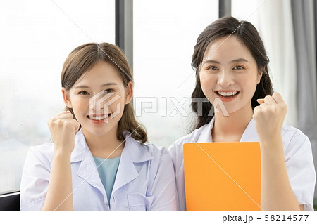 女性 医療 看護師 58214577