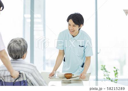 介護士 58215289
