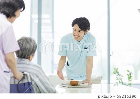 介護士 58215290
