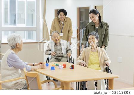 介護施設 ボランティア 58215808