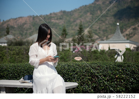 portrait woman holding smart phone. 58222152