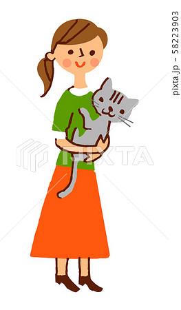 猫を抱く若い女性 58223903