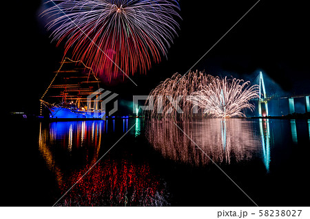 富山県 海王丸パーク 富山新港花火大会 船のイルミネーションと花火 比較明合成 58238027