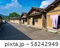 福井県 一乗谷朝倉氏遺跡 町並みと復元建物 見学者 58242949