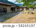 福井県 一乗谷朝倉氏遺跡 町並みと復元建物 中庭の井戸 58243197