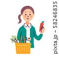 買い物かごを持つ女性 58246835