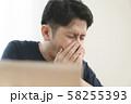花粉症の男性 58255393