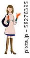 コートを着た若い女性 58276395
