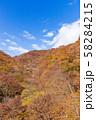 空撮 碓氷峠の秋 紅葉した山々と青空 58284215