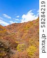 空撮 碓氷峠の秋 紅葉した山々と青空 58284219