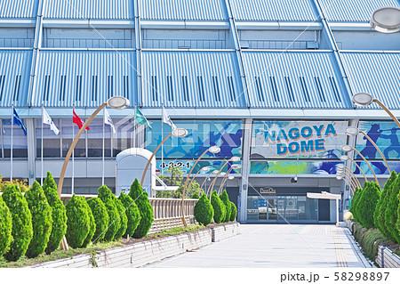 名古屋ドーム ナゴヤドームに続く虹色の歩道 58298897