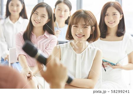 女性 ビジネス セミナー 58299241