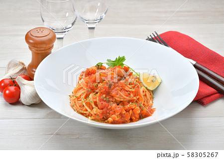魚介類のラグー(トマト煮込み)ソースのパスタ。真鯛、海老、帆立ミンチのラグーソース(トマト)です。 58305267