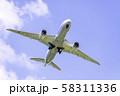 離陸する飛行機  ボーイング787 58311336