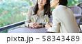 旅行 女性 レストラン 秋 観光イメージ 58343489