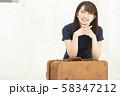 旅行 カバン バッグ 女性 若い女性 58347212