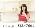 家事 家事代行 家政婦 女性 料理 58347601