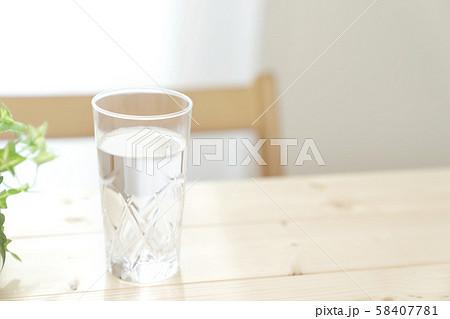 ミネラルウォーター 健康 ダイエット 脱水予防 58407781