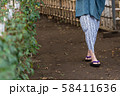 温泉 旅行 シニア 女性 露天風呂 イメージ 58411636