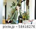 女性 新生活 リビング 若い女性 ライフスタイル 58416276