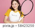 女性 スポーツ テニス 58423250