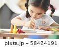 女の子 ライフスタイル 絵描き 58424191