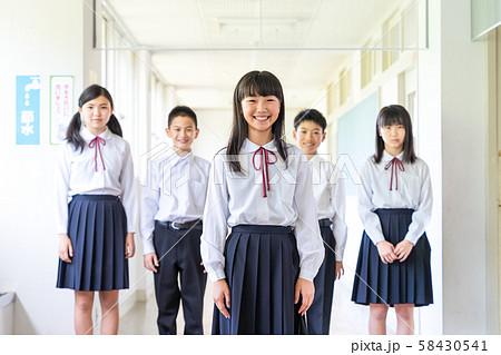 中学生、学校 58430541