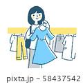ショッピング 洋服を選ぶ女性 58437542