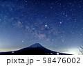 本栖湖・パノラマ台から富士山と星空 58476002