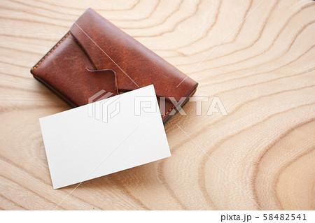 卓上のビジネスカード(合成用) 58482541
