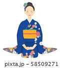 座っている青い振袖を着た女性 04 58509271