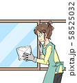 掃除をする主婦 58525032