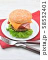 手作りの「ベーコン チーズ レタス ハンバーガー」です。 58532401