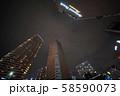 日本の川崎都市景観 台風19号の影響で、停電となっている武蔵小杉のタワーマンション 58590073