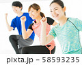 フィットネス エアロビ スポーツジム 女性 エクササイズ 58593235