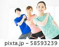 フィットネス エアロビ スポーツジム 女性 エクササイズ 58593239