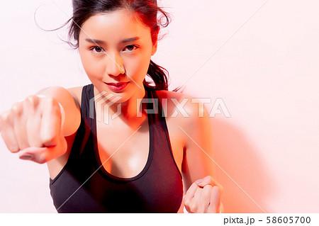 女性 アスリート 格闘技 58605700