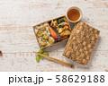 ピクニックのおべんとう Picnic lunch (outdoor bento) 58629188