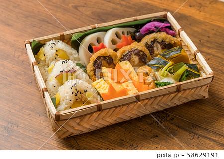 ピクニックのおべんとう Picnic lunch (outdoor bento) 58629191