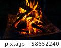 キャンプ素材 焚火台 燃焼 炎 58652240