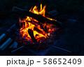 キャンプ素材 焚火台 燃焼 炎 58652409