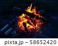 キャンプ素材 焚火台 燃焼 炎 58652420