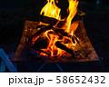 キャンプ素材 焚火台 燃焼 炎 58652432