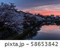 桜満開の主計町夕焼け 58653842